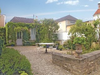 3 bedroom Villa in Chablis, Yonne, France : ref 2220527 - Chablis vacation rentals