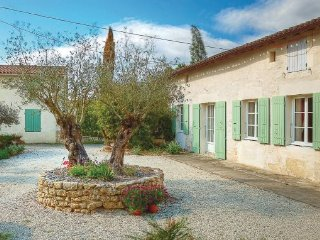 3 bedroom Villa in Rioux, Charente Maritime, France : ref 2221271 - Thenac vacation rentals