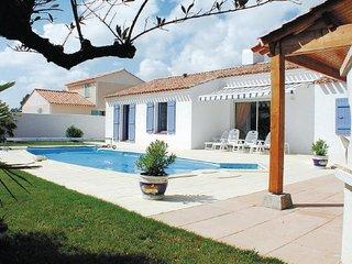 2 bedroom Villa in St-Jean-de-Monts, Vendee, France : ref 2221508 - Saint-Jean-de-Monts vacation rentals