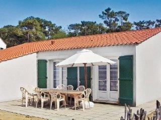 4 bedroom Villa in La Tranche sur Mer, Vendee, France : ref 2221784 - La Tranche sur Mer vacation rentals