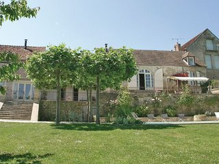 3 bedroom Villa in Montreal, Yonne, France : ref 2221994 - Montréal vacation rentals