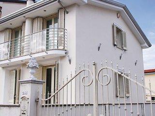 3 bedroom Villa in Viareggio, Versilia, Italy : ref 2222432 - Torre del Lago Puccini vacation rentals