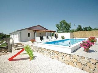 3 bedroom Villa in Makarska-Katuni, Makarska, Croatia : ref 2238608 - Slime vacation rentals