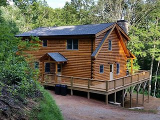 The Scratching Post - Upscale Cabin with Hot Tub, Fire Pit, Internet, and Dry - Almond vacation rentals