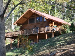 Red Lantern Lodge - Gorgeous Real Log Cabin with Pool Table - Minutes from - Sylva vacation rentals
