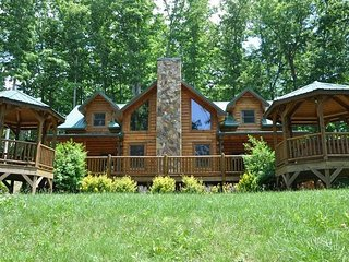 Cherokee Timber Lodge - What a View! Experience the Mountains in Comfort - Whittier vacation rentals