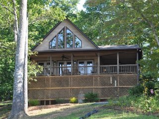 Bruins Den - Spacious Well Appointed Vacation Cabin with Fire Pit, View, Hot - Bryson City vacation rentals