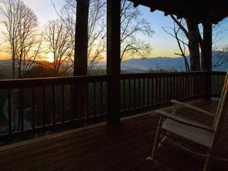 Black Bear Crossing - Delightful Rental with Amazing View, Wi-Fi, and Outdoor - Bryson City vacation rentals