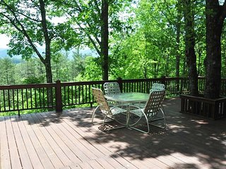 Misty Mountain - Secluded Log Cabin with View, Hot Tub, and Fire Pit - 10 - Dillsboro vacation rentals