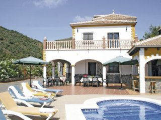 6 bedroom Villa in Sayalonga, Costa Del Sol, Spain : ref 2239671 - Sayalonga vacation rentals