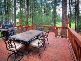 #192 COTTONWOOD Outstanding home on 16th Fairway of Plumas Pines Golf Resort - Plumas County vacation rentals