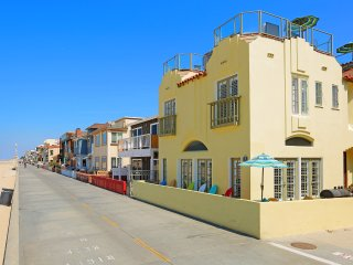 BeachFront with Rooftop Deck and Gorgeous Views - Hermosa Beach vacation rentals