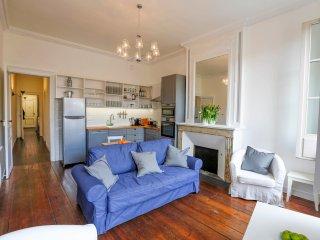 Bordeaux Grand Bell - 2 bedroom, 2 bathroom, historic centre - Bordeaux vacation rentals