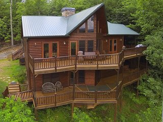 PEACEFUL VIEW LODGE- BREATHTAKING MTN VIEWS,4 BR/4.5 BA,HOT TUB, POOL TABLE - Blue Ridge vacation rentals