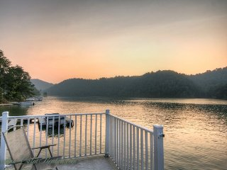 4BR Cabin on Watauga Lake, Right on the Water, Large Dock for Fishing or - Butler vacation rentals