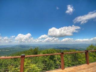 4BR Log Cabin on Beech Mountain (Sleeps 10), Huge Multi-Mile Views, Open Floor - Beech Mountain vacation rentals
