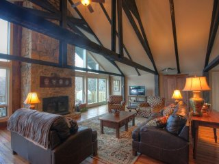 7BR Rustic Upscale Mountain Lodge on Beech Mtn Only 1 Mile From Ski Slopes - Beech Mountain vacation rentals