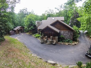 4BR Upscale Mountain House plus Guest House, Beech Mtn Club, Hot Tub, Great - Beech Mountain vacation rentals