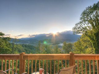 2BR Well-appointed Upscale Mountain Transitional home with Privacy, Long Range - Sugar Grove vacation rentals