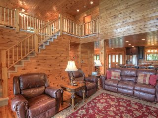 Upscale Log Cabin with Mountain Views, 2 King Master Suites, Hot Tub, Pool - Seven Devils vacation rentals