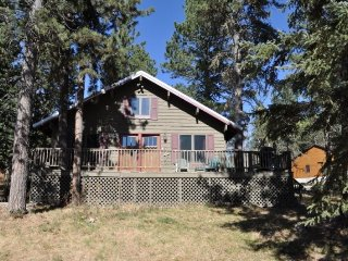 Cozy 3 bedroom Lead House with Fireplace - Lead vacation rentals