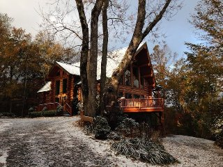 4BR, Layered Long-Range Views, Grandfather Mtn Location, Hot Tub, Pool Table, 2 - Seven Devils vacation rentals