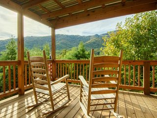 4BR, Grandfather Mtn Views, Hot Tub, Stone Fireplace, Stainless, Granite, Open - Seven Devils vacation rentals