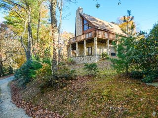 3BR, King Suite, Air Hockey, Wet Bar, Outdoor Fire Pit, 2 Living Areas, Open - Blowing Rock vacation rentals