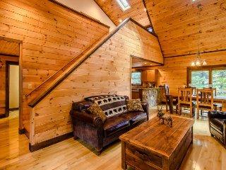 3BR Home, Open Floor Plan, 2 Living Areas, Queen Suite, Flat Screen TV - Blowing Rock vacation rentals