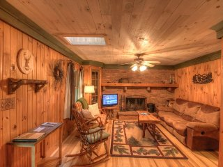 3BR Cabin, Warm Wood Interior, Hot Tub, Flat Screen TV, Outdoor Fire Pit - Zionville vacation rentals