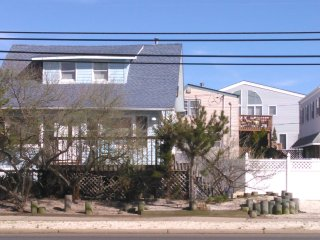 Cozy House with Internet Access and A/C - Long Beach Township vacation rentals