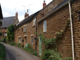 Beautiful country cottage in idyllic rural location with large garden - Swalcliffe vacation rentals