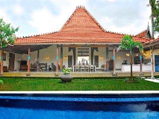 Beautiful 3 Bedroom Balinese/Javanese Villa with private pool - Kerobokan vacation rentals