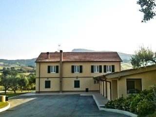 """Le vigne di Clementina Fabi ( Chambre """"Dal Tino"""") - Montedinove vacation rentals"""