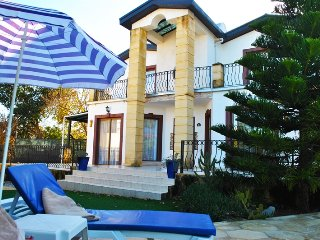 Villa Brooklands sleeps 6 people with 3 bedrooms and 3 bathrooms - Alsancak - Karavas vacation rentals