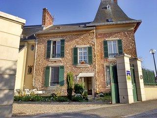 LES CHENEVIS / 3 Chambres d'hôtes / B&B près de CERGY - Jouy-le-Moutier vacation rentals