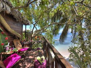 Cabane dans les arbres  sur plage vue mer - Ile Sainte-Marie (Nosy Boraha) vacation rentals