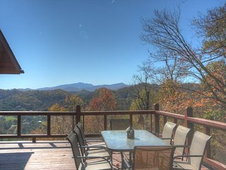 3BR Cozy, Secluded Mountain Log Cabin, Year-Round Views, Exposed Beams - Vilas vacation rentals