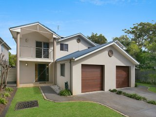 Stylish Brand New Hawks Nest Townhouse - Shoal Bay vacation rentals