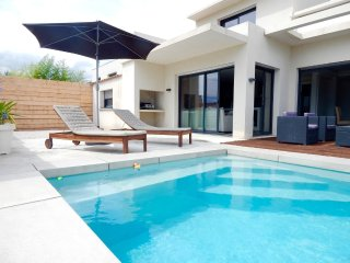 Lovely modern villa with pool near the sea in Villeneuve les Maguelone - Villeneuve-les-Maguelone vacation rentals