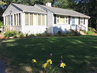 Cute Osterville Cottage/ Desirable Wianno Village/ Walk to beach and village FREE PASS - Osterville vacation rentals
