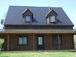 Nice Chalet with Satellite Or Cable TV and Parking - Jonquiere vacation rentals