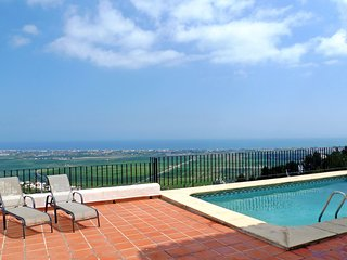Beautiful House with Internet Access and Shared Outdoor Pool - Pego vacation rentals
