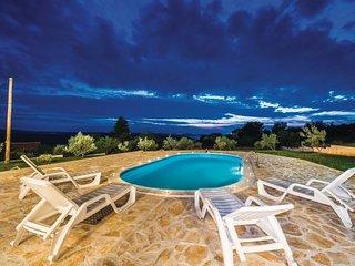 7 bedroom Villa in Zadar-Krusevo, Zadar, Croatia : ref 2277385 - Jesenice vacation rentals