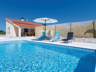 3 bedroom Villa in Vodnjan-Sarici, Vodnjan, Croatia : ref 2277890 - Divsici vacation rentals