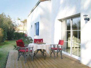 4 bedroom Villa in Longeville Sur Mer, Vendee, France : ref 2279199 - Saint-Vincent-sur-Jard vacation rentals