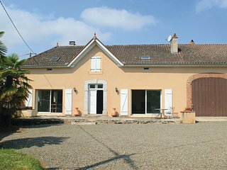 4 bedroom Villa in Sombrun, Hautes-pyrenees, France : ref 2279695 - Maubourguet vacation rentals