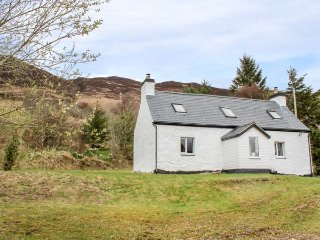 CREAG MHOR COTTAGE, detached pretty cottage, stunning views,  woodburning - Dornie vacation rentals