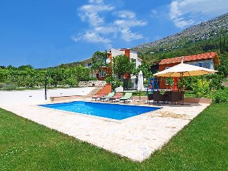 4 bedroom Villa in Omis, Central Dalmatia, Croatia : ref 2284678 - Gornje Sitno vacation rentals