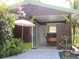 Joli bungalow dans un petit coin de verdure - Riviere-Salee vacation rentals